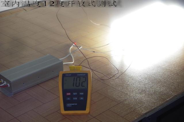 在驱动方式上,无极灯采用高频250khz低压驱动,节能灯也可以250khz